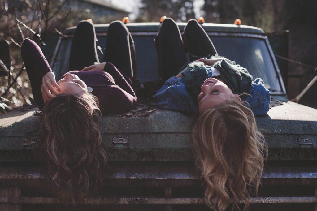 girls, lying, classic car